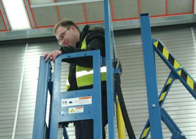 Side View Extended Man Lift (2)